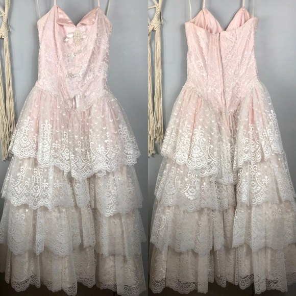 c38d7da65729 Vintage 80 s Alfred Angelo Prom Dress Lace Beaded.  M 5aecbcd984b5ced73280f803